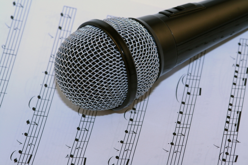 128376-microphone-and-music